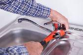 lavabo fixation plombier