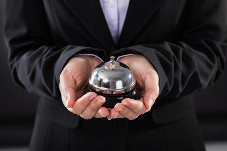 Photo pour Gros plan sur le service d'attente pour les personnes d'affaires Bell - image libre de droit