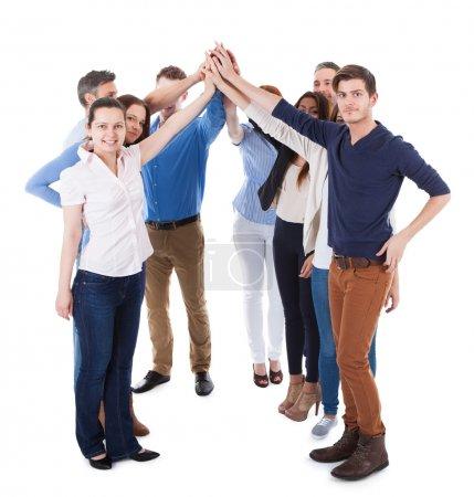Photo pour Groupe diversifié de gens haute geste cinq. isolé sur blanc - image libre de droit