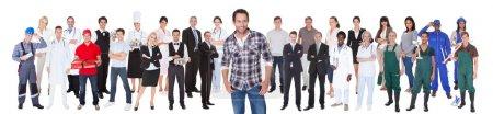 Photo pour Souriant personnes diverses avec différentes professions debout sur fond blanc - image libre de droit