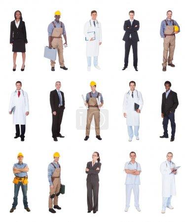 Photo pour Collage du peuple multiethnique avec divers métiers permanent sur fond blanc - image libre de droit