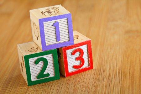 Photo pour 123 bloc alphabet en bois - image libre de droit
