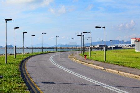 Photo pour Route asphaltée vide - image libre de droit