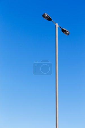 Photo pour Poteau d'éclairage avec ciel bleu - image libre de droit