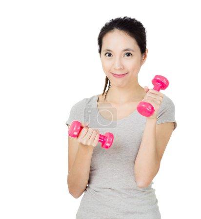 Photo pour Exercice femme avec haltère - image libre de droit