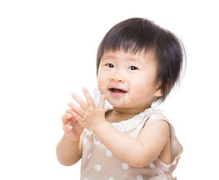 Photo pour Asian Baby clapping hands - image libre de droit