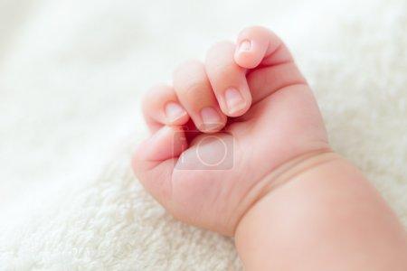 novorozeně ruka