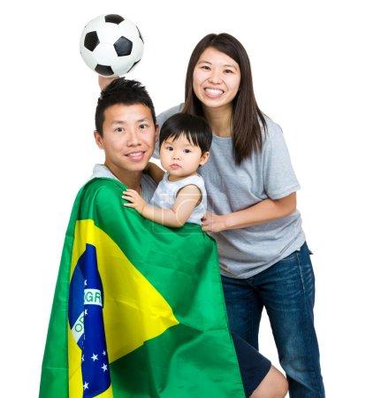 Photo pour Famille des fans de football brésilien - image libre de droit