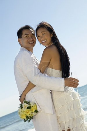 Bride and Groom Embaracin
