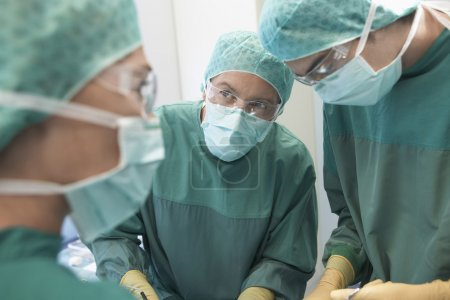Physicians in Surgery operating