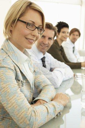 Photo pour Femme d'affaires en conférence portrait de réunion - image libre de droit