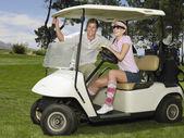 Pár v golfový vozík