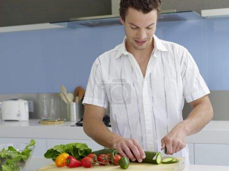 homme de cuisine dans cuisine