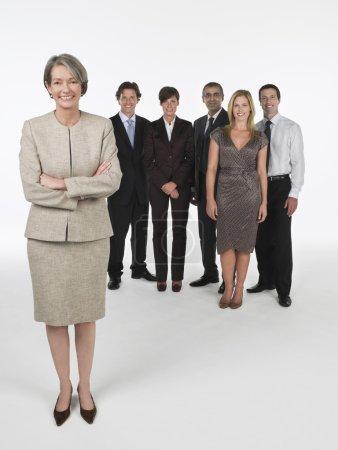 Photo pour Fier groupe de femmes d'affaires derrière - image libre de droit