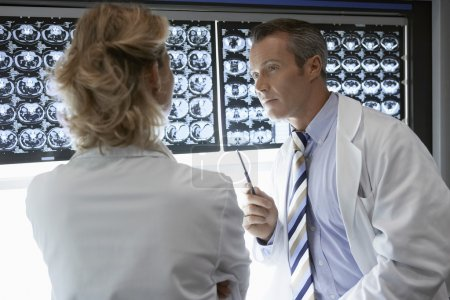 Doctors Discussing brain scan