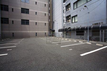Photo pour Japon, Osaka, Parking vide - image libre de droit