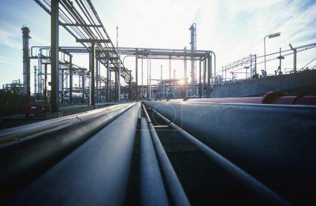 Photo pour Raffinerie pétrochimique - image libre de droit