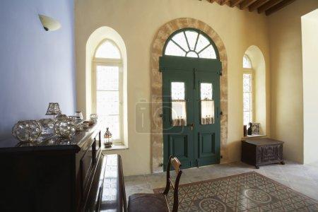 Photo pour Chypre, hall d'entrée de l'ancienne maison de ville méditerranéenne - image libre de droit