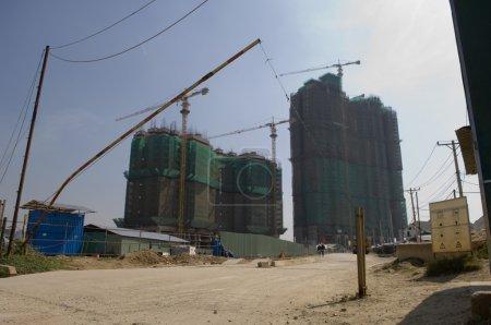 Photo pour Vue des gratte-ciel en construction - image libre de droit