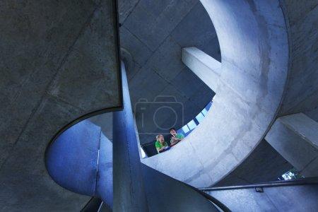 Photo pour Escalier moderne sur le campus universitaire - image libre de droit