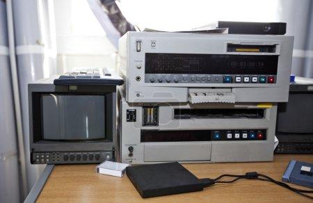 Photo pour Matériel de télévision et audio en studio - image libre de droit