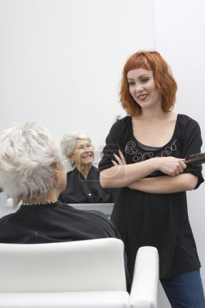 Stylist and client discuss haircut