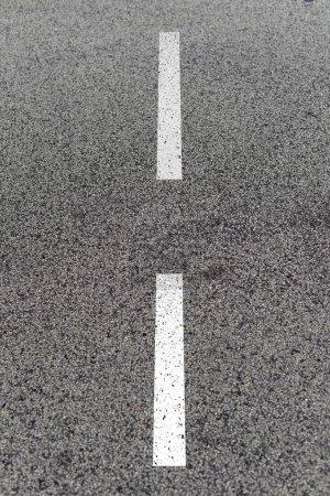 Photo pour Plan rapproché des marquages routiers - image libre de droit