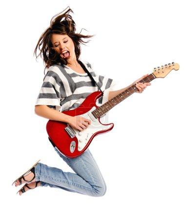 Photo pour Jolie jeune femme bascule avec une guitare - image libre de droit