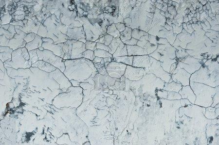 Photo pour Fissures apparaissent dans un mur en ciment - image libre de droit