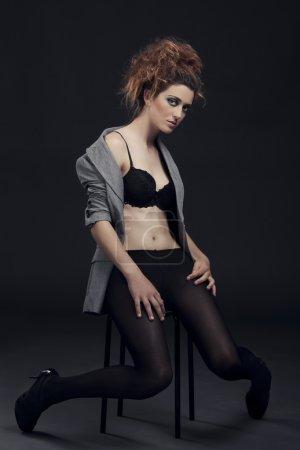 Photo pour Femme sexy et belle fashion qui pose en lingerie - image libre de droit