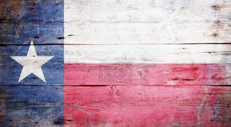 Photo pour Drapeau de l'État du Texas peint sur fond de bois grunge - image libre de droit
