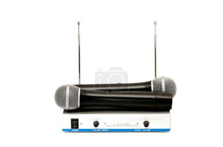 Photo pour Microphones et console de mixage sonore isolés sur fond blanc - image libre de droit