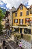 Ulice a domy ve městě horské alpské italský ponte di legno regionu lombaridya brescia, severní Itálie