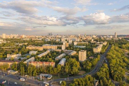 Жилые районы Москвы. Современные высотные здания и улицы города