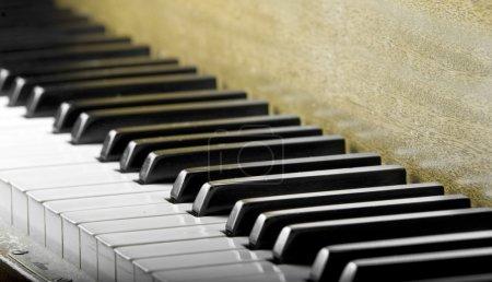 Photo pour Touches du piano - image libre de droit