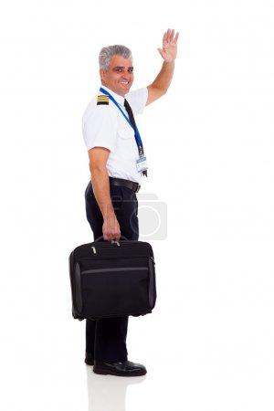 Photo pour Capitaine senior gai, ondulant au revoir isolé sur blanc - image libre de droit
