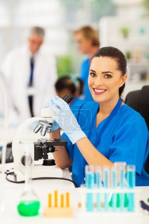 medical lab technician in lab