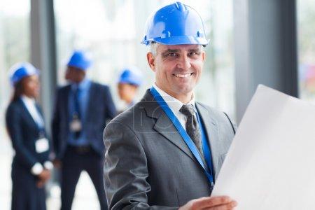 Photo pour Construction Senior ingénieur bleu impression - image libre de droit