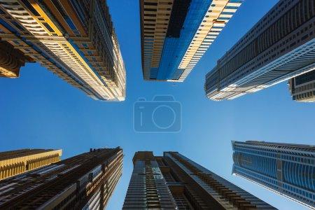 immeubles de grande hauteur et les rues à Dubaï, Émirats Arabes Unis