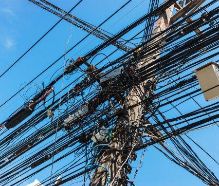 entrelacement de nombreux fils électriques