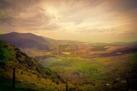 Photo pour Paysage de colline magique - image libre de droit