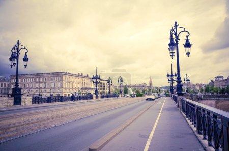 Photo pour Vieux pont de pierre à bordeaux, france europe - image libre de droit
