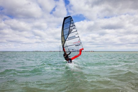 Wind surfing, sports, sail, mast, board, sea, horizont, speed, wind, drive, entertainment, seascape, clouds, clouds, waves