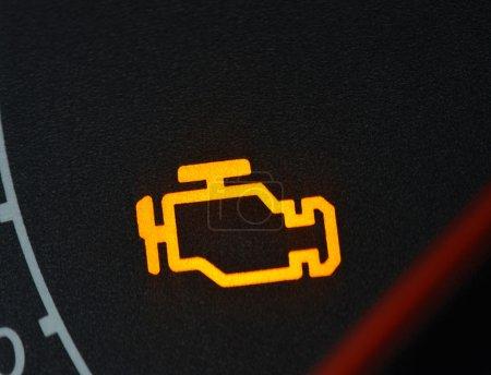 Photo pour Mauvais fonctionnement ou vérifier le symbole de la voiture, tableau de bord fermer - image libre de droit