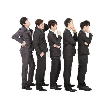 Photo pour Groupe d'homme d'affaires, debout dans une attente de ligne - image libre de droit