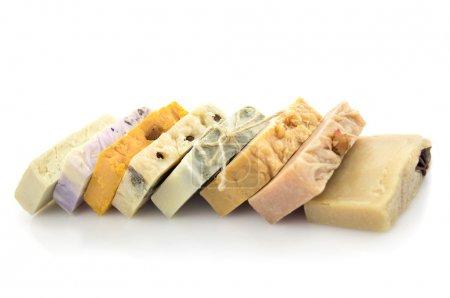 Photo pour Ligne de savon coloré fait à la main isolé fond blanc - image libre de droit