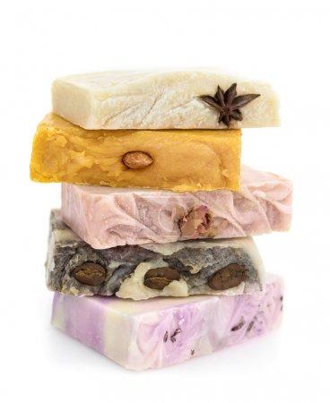Photo pour Tas de savon coloré avec naturel comprend - image libre de droit