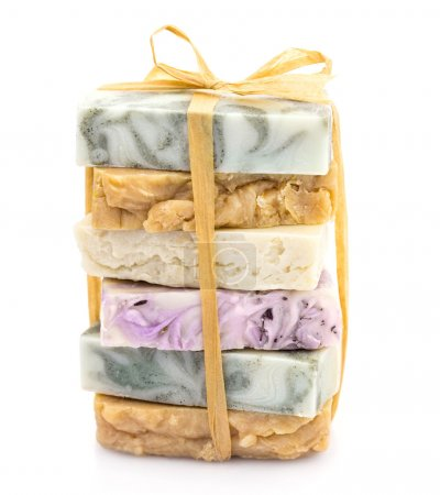 Photo pour Tas de savon naturel coloré enfilés et ruban - image libre de droit