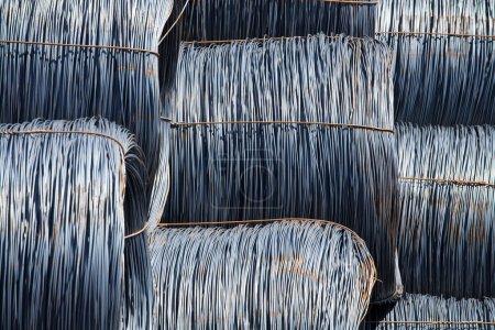 Photo pour Bobines fil métallique pile closeup - image libre de droit