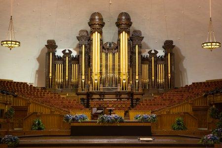 Photo pour Tuyaux d'orgue de l'église et intérieur de la place du Temple du Tabernacle Mormon, Salt Lake City, Utah - image libre de droit